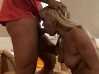 Deutsch vollbusige blonde mom