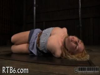 Hottie leidet Schmerzen Vergnügen