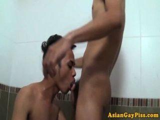pissen Fetisch asians Analsex in Wanne lieben