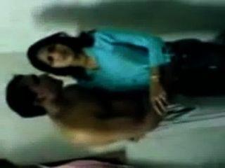 hot indischen College-Mädchen mms Skandal mit peon küssen