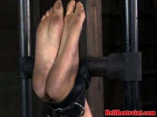 Suspension Bondage Schlampe bestraft