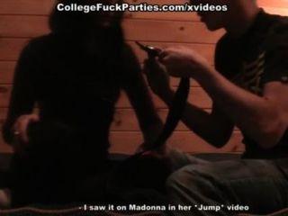 sexy Studenten sind während der hardcore oral ficken in Leidenschaft