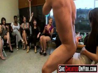 08 betrügt Huren saugen von Stripper bei cfnm party61