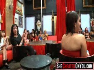 13 betrügt milfs ficken bei Stripper Party 05