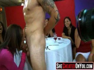 23 groß diese Mädchen verrückt auf clucb Orgie Dick Saugen 4