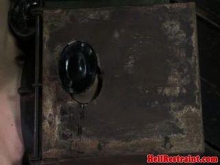 hog tied unterwürfig von schwarz dom caned