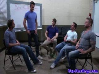 Gruppensex Homosexuell hunks harten Schwanz saugen