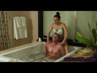 heißes Bad mit süßen Mädchen
