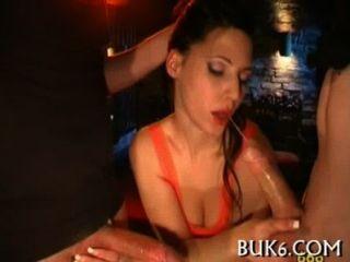 lesbische Babes bekommt Gruppe pissing