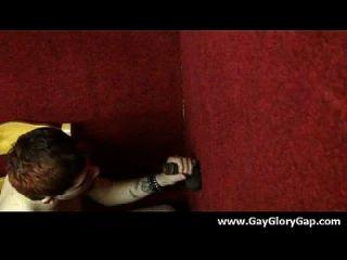 Homosexuell Hardcore Gloryhole Sex Porno und böse Homosexuell Handjobs 20