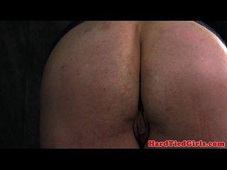bdsm sub kirsche puppe wird gefesselt