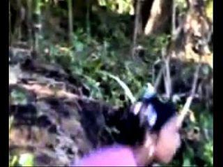 Dorf Mädchen Baden im Fluss zeigt Vermögenswerte indianmms.biz