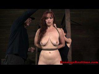 bdsm bondage bella rossi auf pogo gepeitscht