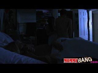 Carmen Monet und Jenna Moore Dreier im Schlafzimmer