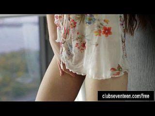 sexy brunette teen masturbieren