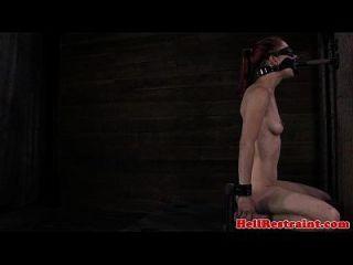 sensorisch beraubte Schlampe bekommt Titten
