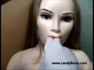 Sex Puppe Liebe Puppe offen Mund und strecken sie gibt Kopf