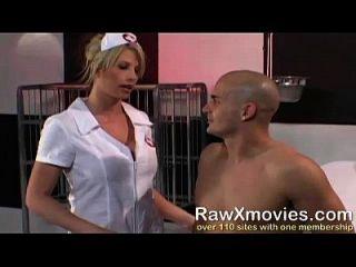 blonde krankenschwester schluckt