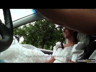 jugendlich Braut wird von Verlobten entleert und von Fremden geschlagen
