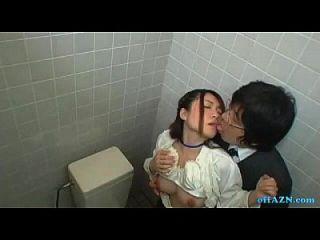 Büro Dame bekommen ihre haarige Pussy leckte saugen Kerl in der Toilette