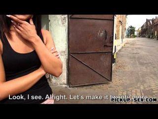 Amateur Euro Schlampe Bianca Perle im Austausch für Bargeld gefickt