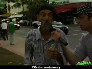 verzweifelt jugendlich nackt in der Öffentlichkeit und fickt zu zahlen Miete 30