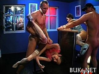 Magd erwirbt Gangbang-Session