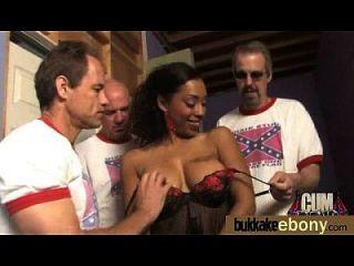 hot Ebenholz Küken in interracial gangbang 14