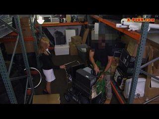 heiße blonde milf schlug von pervers pawnkeeper in der pawnshop