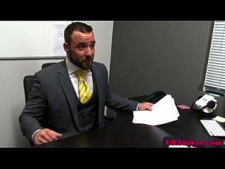 haarige britische Bolzen im Büro