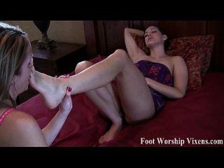 Bella und Sadie mit einigen sexy Fußspaß