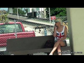 schöne blonde teen fickt im auto mit fremden