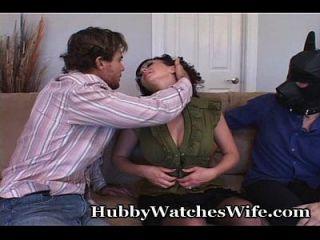 Amy setzt auf Show für den Mann, während er einen anderen fickt