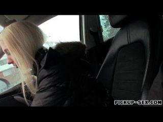 tschechische Schlampe abgeholt und in der Wohnung für Bargeld gefickt