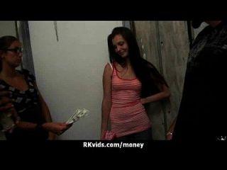 Sex bezahlt meine Rechnungen 7