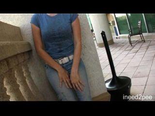 Mädchen pissen ihre Jeans \u0026 Schlüpfer n2p Anhänger 24