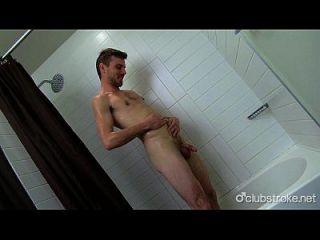 heißer Körper gerade Kerl Aaron masturbieren