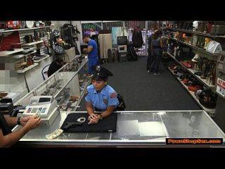 latina polizei dame bläst und fickt pawnshopowner für mehr bar