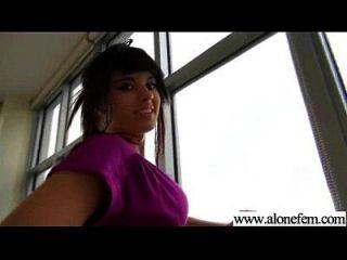Solo geile Amateur Mädchen bekommen Dildo Spielzeug in Löcher Video 24