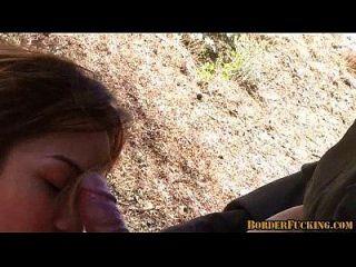 hot brunette mexikanisches Mädchen wird gefangen und gefickt von Grenzpatrouille 4