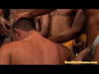 Gaysex Hunk Blowbang und Rimming Spaß