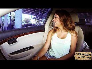 Hot Teen Babe wird für eine Fahrt sarai 2.1 gefickt