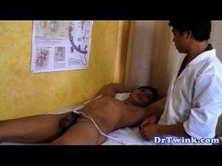 asiatische Ärzte Elektrosex Action auf Twink