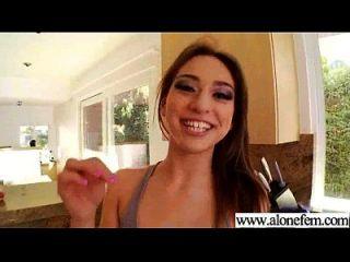 Solo geil sexy Mädchen verwenden alle Arten von Sachen in Löcher Film 08