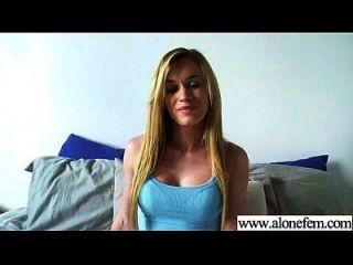 Solo geil sexy Mädchen verwenden alle Arten von Sachen in Löcher Film 02