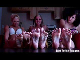 Du liebst dich auf unsere hübschen Füße