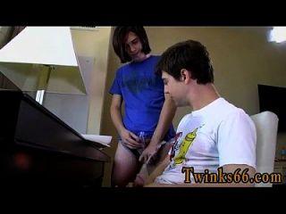 twink Film von ungeschnittenen Jungs, die den Tag weg pissen!