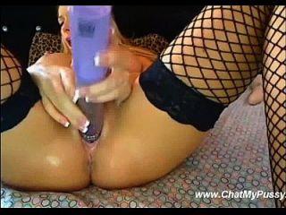 busty blonde Dildoing selbst mit Dildo Vibrator auf cam