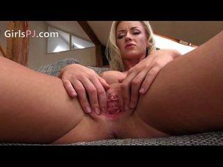 2 hungrige tschechische blonde pussy klaffende 2014 08 02 05 59 025
