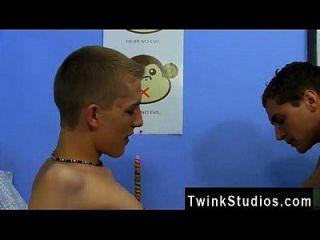 twink movie watching 2 girls 1 cup ist eine schreckliche rite von internet